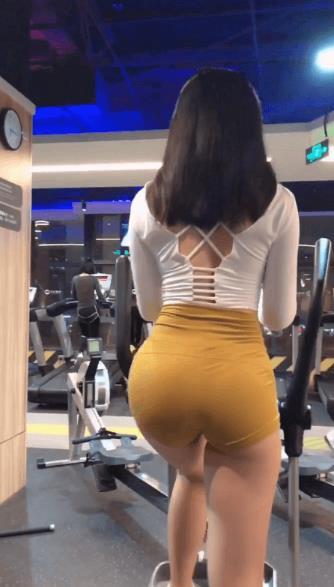 헬스녀 엉덩이 엉밑살 다보인다 대박…ㄷㄷㄷ