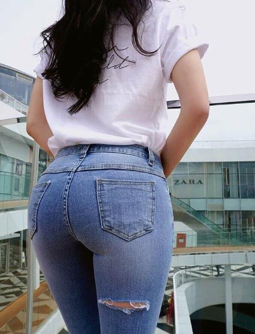거유 미시 청바지 샀는데 엉덩이 뒷태가 이쁘네 ㅋㅋㅋ